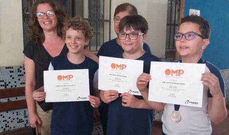 Nossos alunos receberam o certificado e medalha de prata na OMP
