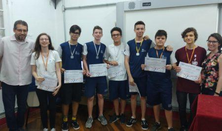 Os alunos participantes da XXII OBA receberam certificados e as medalhas