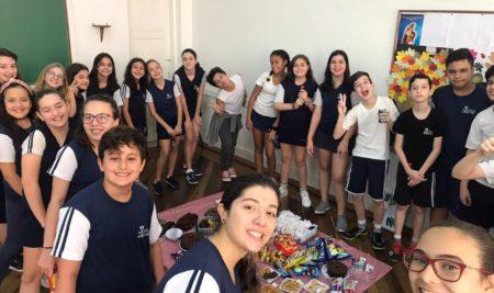 Aula de Inglês da Professora Giselli com os alunos do 6º ano do EFII